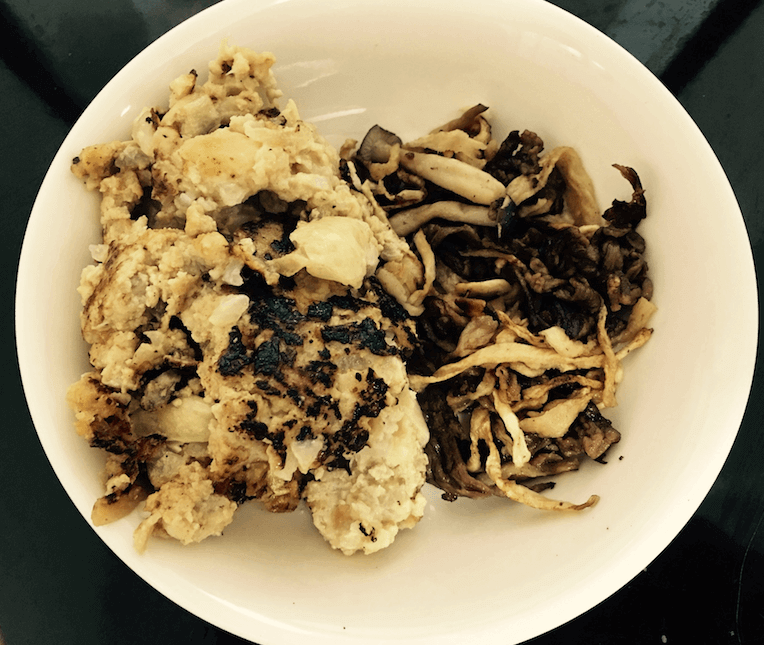 ハンバーグ、牛肉・しめじ・切干大根の煮物(前日のおかず)